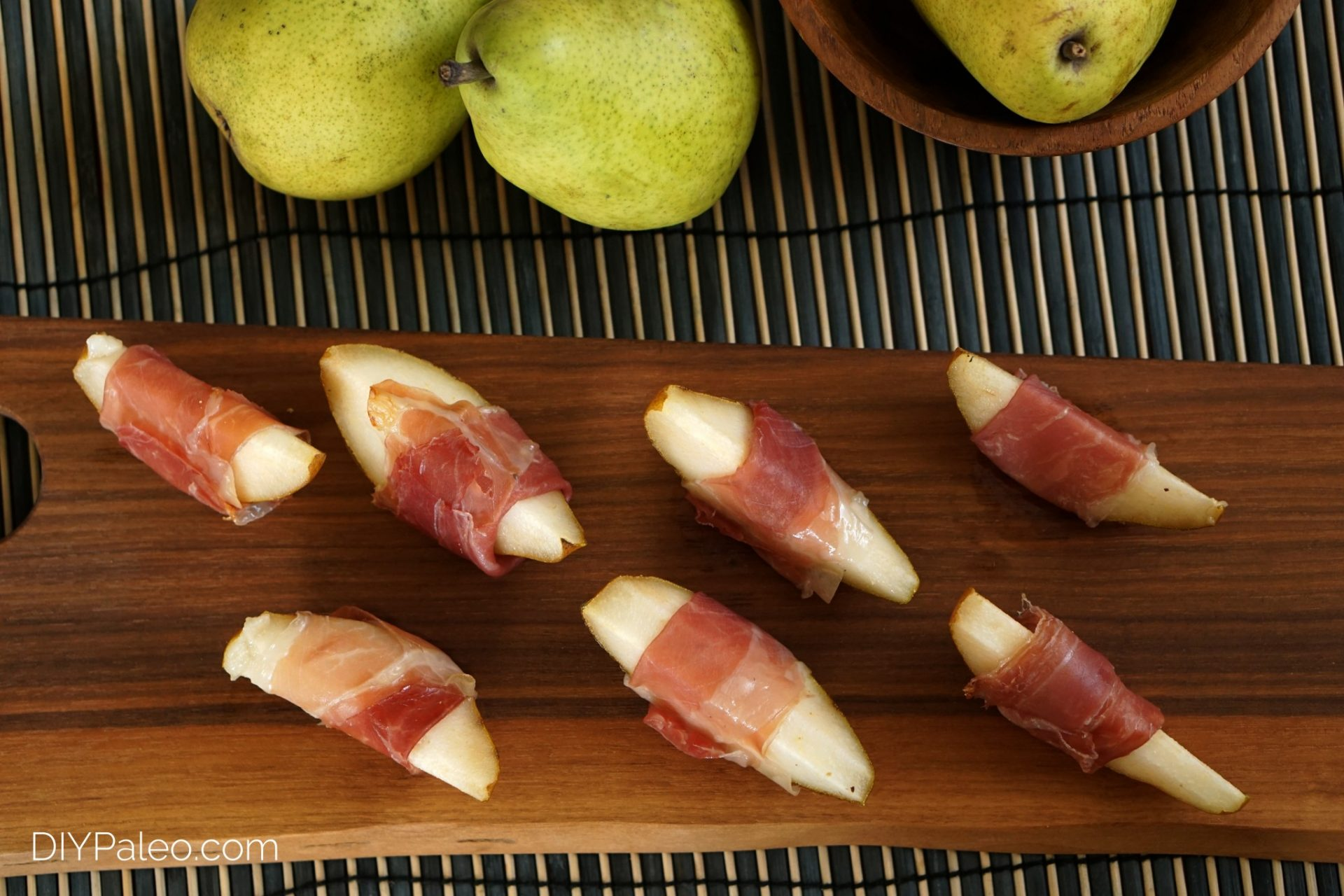 prosciutto wrapped pears